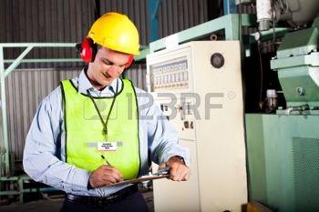 12431527-m-le-agent-de-sant-et-s-curit-l-int-rieur-d-inspection-en-usine-fait