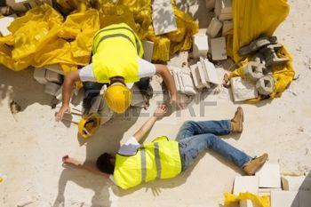 22224256-travailleur-de-la-construction-a-un-accident-alors-qu-il-travaillait-sur-une-nouvelle-maison