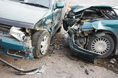 40270357-accident-de-voiture-route-incident-sur-une-rue-les-voitures-endommag-es-apr-s-la-collision-dans-la-v