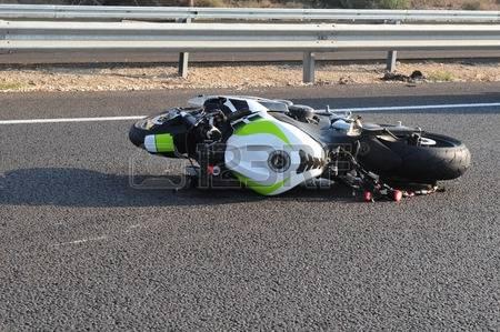37027638-accident-de-moto-sur-une-route-principale