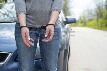 56085508-photo-de-femmes-menott-e-police-criminelle
